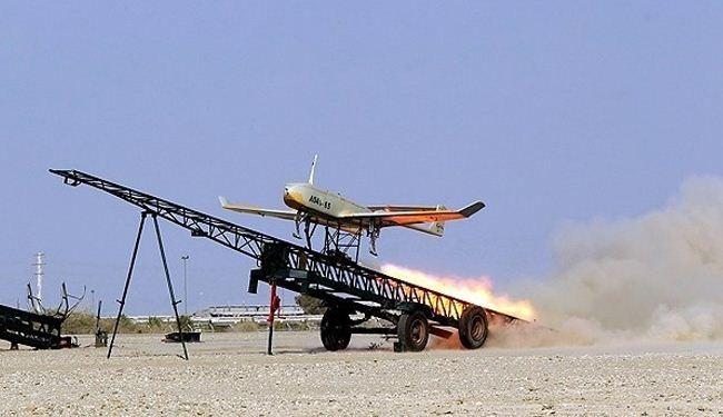 """تحليق طائرة """"شاهين"""" بدون طيار خلال مناورة الجيش الكبرى"""