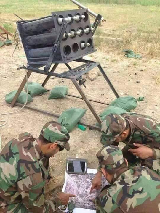 Szíriai tisztek mérik be a terroristák állásait