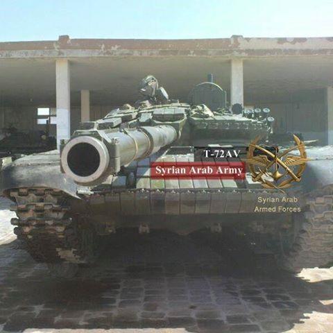 A Szíriai Arab Hadsereg 1. Hadtest, 5. Páncélos Hadosztályának T-72AV típusú harckocsija.