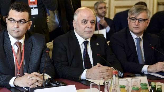 Hadier Al-Abadi iraki miniszterelnök (középen) a június 2-án keződő anti-ISIS konferencián Párizsban .