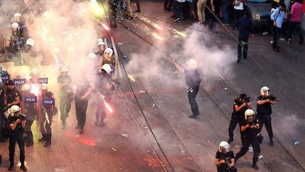 مواجهات بتركيا تنديدا لدعم اردوغان للارهابيين+صور