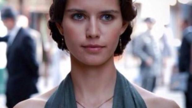Beren Saat török keresztény színésznő