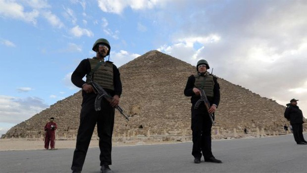 gizai piramis egyiptomi rendőrség