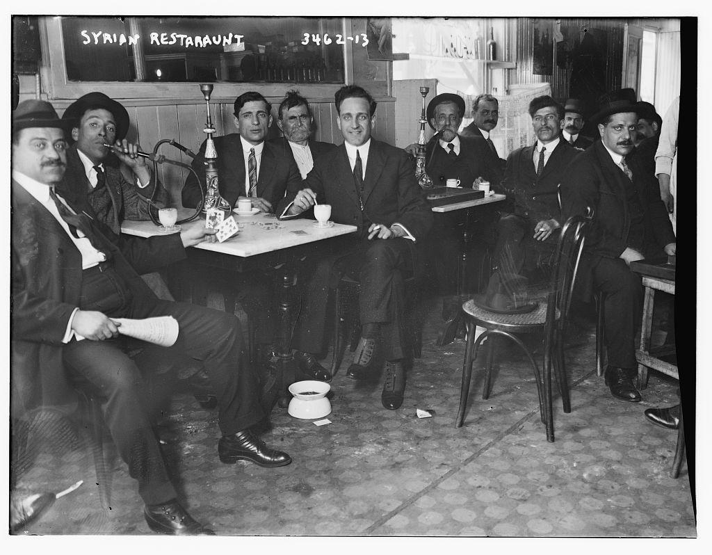 Férfiak egy szíriai étteremben