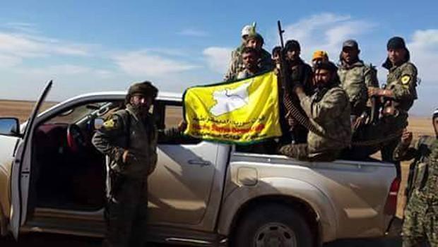 szíriai demokratikus erők katonái