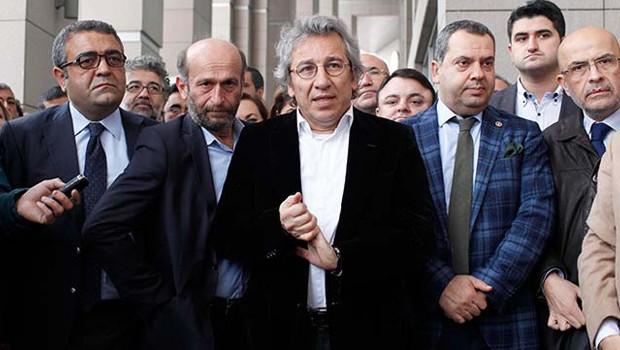 török újságírók