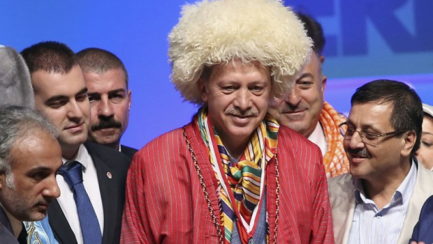 Turkey's Prime Minister and presidential candidate Tayyip Erdogan poses with representatives of nomadic Turkish groups in Ankara August 6, 2014. REUTERS/Stringer (TURKEY - Tags: POLITICS ELECTIONS TPX IMAGES OF THE DAY) - RTR41FZ0