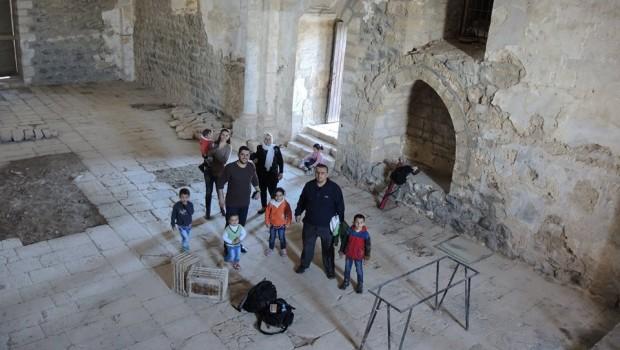 Látogatók a kápolnában