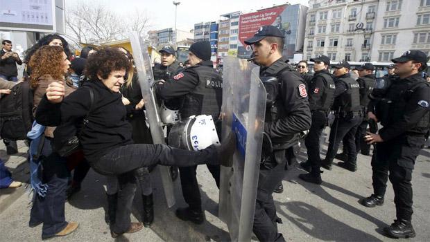 női tünti isztambul