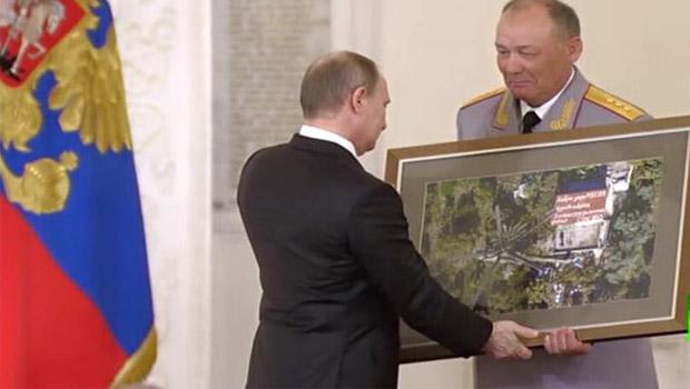 vlagyimir putyin ajándéka a szírektől