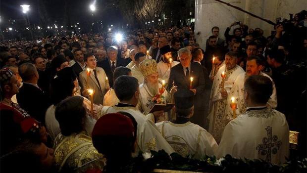 Szerbiába is ezrek várják, hogy meggyújthassák a gyertyájukat a  Jeruzsálemből érkezett tűzről