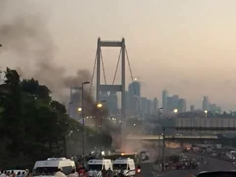 A hadsereg és a csendőrség egymás ellen harcol a Boszporuszi hídon