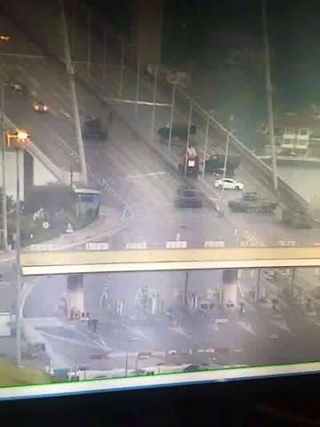 A hadsereg elfoglalja a Boszporuszi hidat
