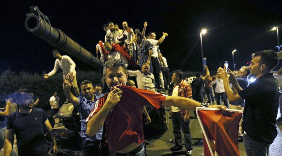 török kormánypártiak 3