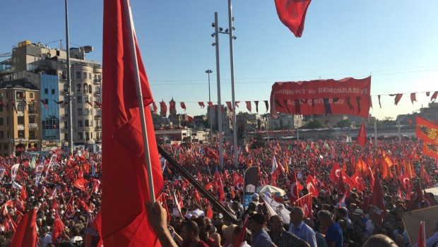 török taksim tüntetés chp