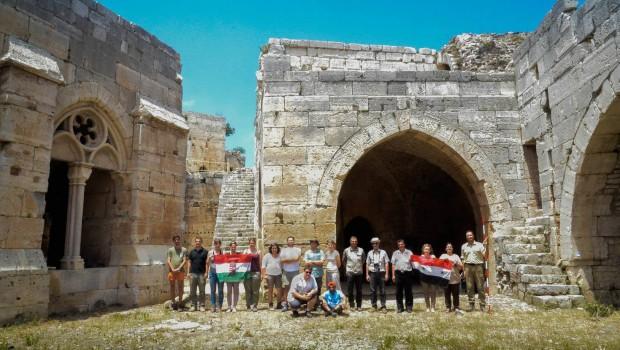 A Szíriai Régészeti Főigazgatóság és a PPKE Régészeti Tanszéke közös munkája műegyetemista barátaikkal erősítve.