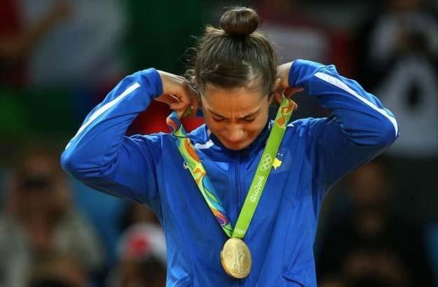 Majlinda Kelmendi, Koszovó, cselgáncs, arany. Történelmet írt Rióban: ő lett az első koszovói sportoló, aki érmet nyert egy olimpián. És rögtön aranyat. azt mondja, a világ minden pénzéért sem cserélné el ezt az érzést.