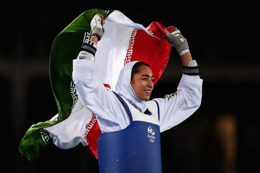 Kimia Alizadeh Zenurin, Irán, taekwondo, bronz.  A 18 éves lány az első iráni nő, aki olimpiai éremet nyert.