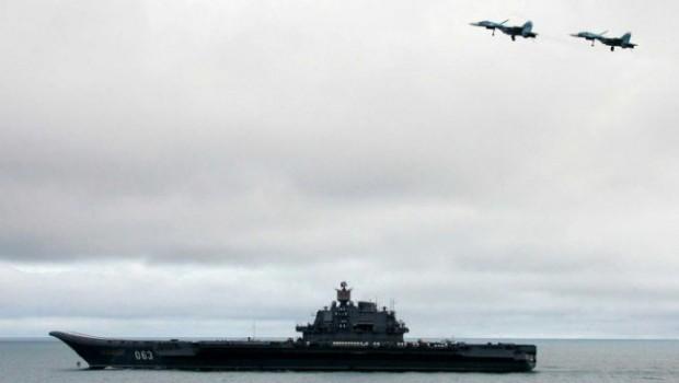 Oroszország a jövő hónapban repülőgéphordozót vezényelhet Szíriához