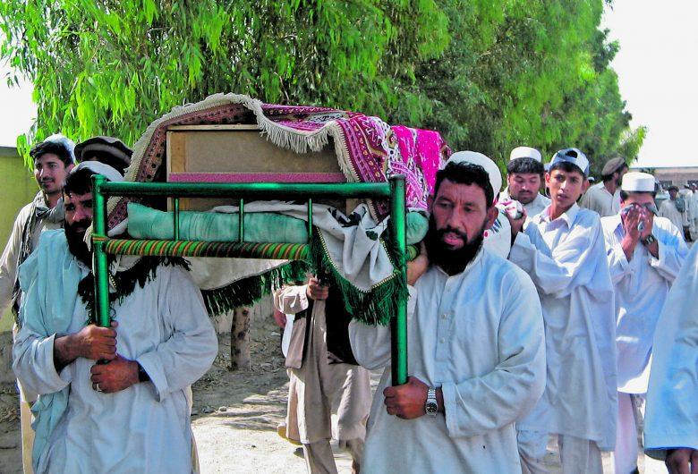 drontamadas-aldozatait-temetik-afganisztanban