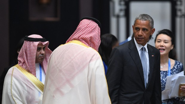 US President Barack Obama (2nd R) walks past Saudi delegates as he arrives for the G20 Summit in Hangzhou on September 4, 2016. World leaders are gathering in Hangzhou for the 11th G20 Leaders Summit from September 4 to 5. / AFP PHOTO / Johannes EISELE