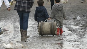 calais-menekultek-gyerekek-franciaorszag