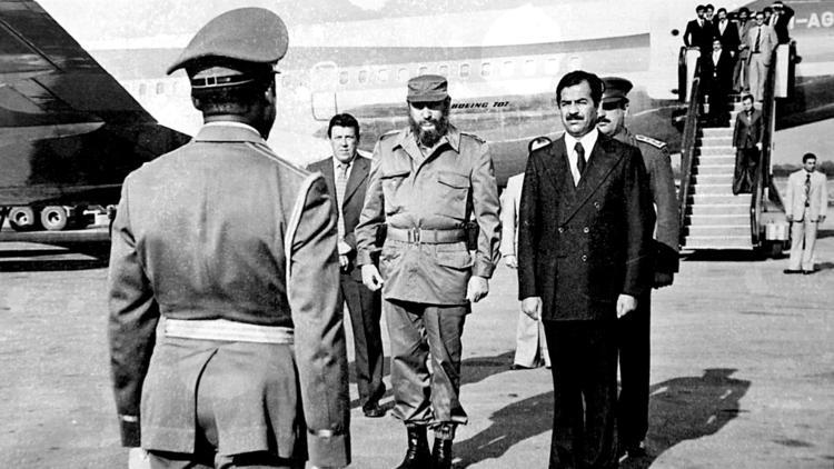Fidel Castro és Saddam Hussein egykori iraki elnök