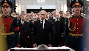 putyin-orosz-nagykovet-ravatalozo