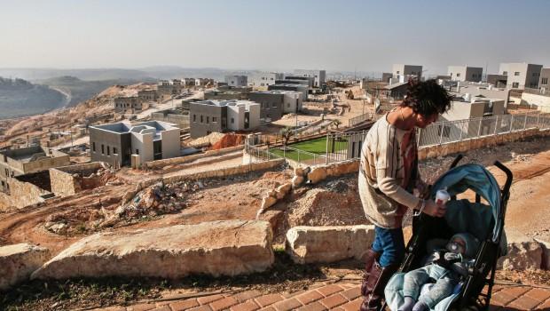 A ciszjordániai Rámalláh város közelében épülő Na'ale zsidó telep építése Fotó: Gil Cohen-Magen