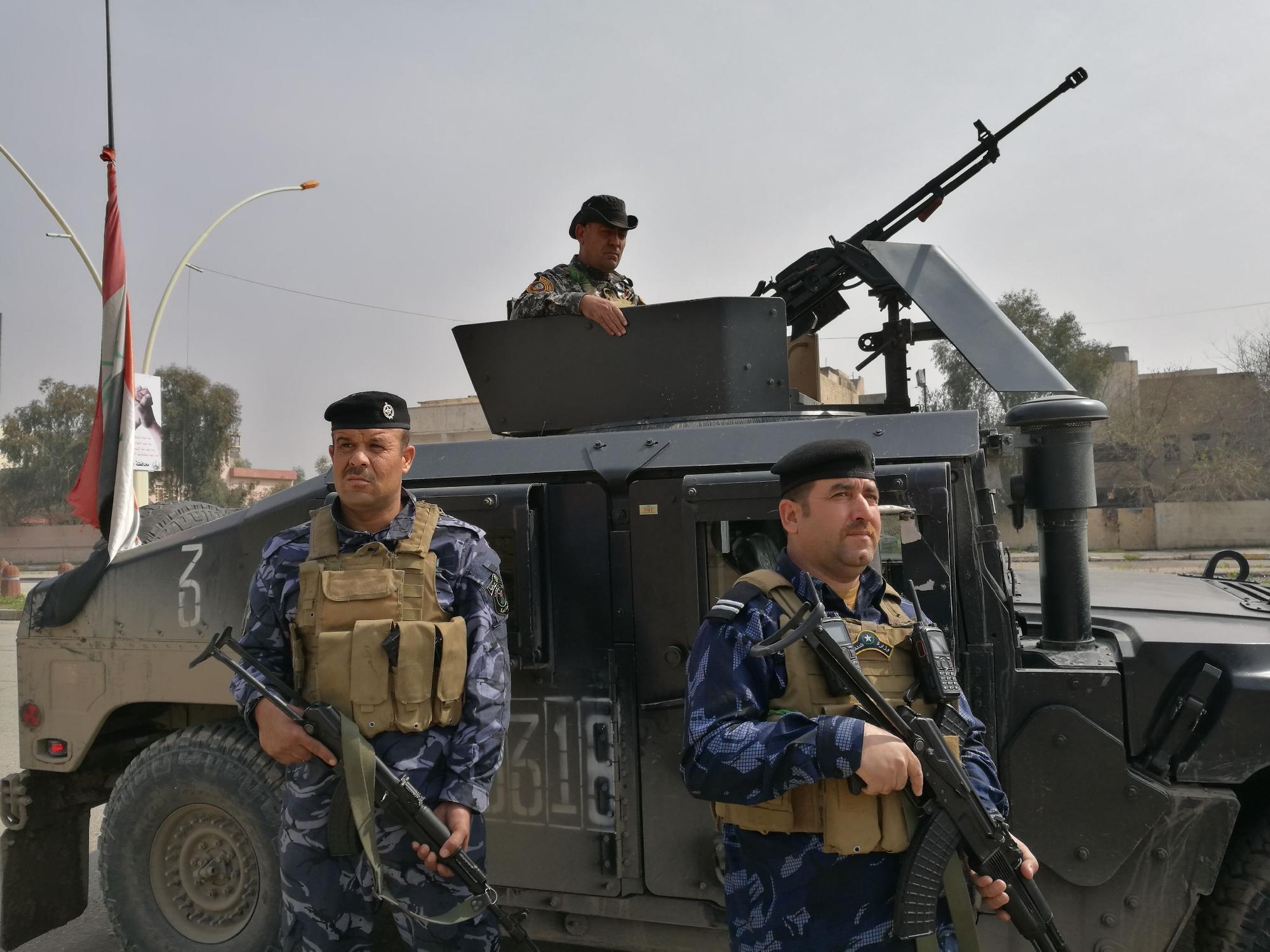 Belügyi alakulat járőrözik Moszul külvárosában Fotó: Ahmad Gharabli / AFP