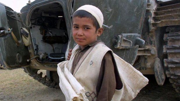 Afgán kisfiú - képünk illusztráció (Fotó: MTI/EPA/AFPI/Joel Robine)