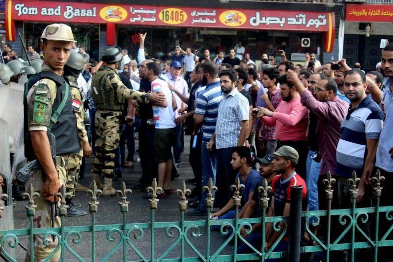 Iszlamista tüntetők néznek farkasszemet a hadsereggel Kairóban 2013-ban. Fotó: JS
