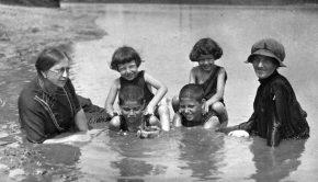 Forrás: Fortepan Maros-parti fürdőzők 1921-ben. Mérsékelt szabadosság
