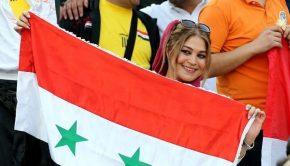 Szíriai szurkolólány a lelátón. AFP ATTA KENARE