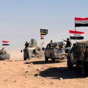 Iraki katonák az észak-iraki Moszultól délre. MTI/EPA Fotó