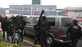 Francia rendőrök az Orly repülőtér környékén Fotó: Christophe Simon / AFP