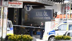 Az illegálisan Svédországban tartózkodó Akilov nagy sebességgel végighajtott Stockholm egyik sétálóutcáján, és végül egy boltba csapódott Forrás: AFP/Jonathan Nackstrand