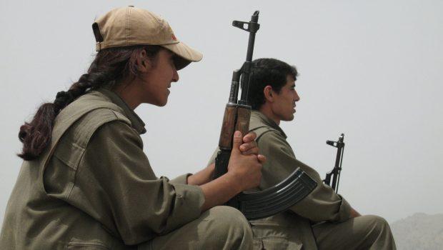 A PKK fegyveresi a török-iraki határ közelében – Forrás: MTI/EPA/Firat News Agency