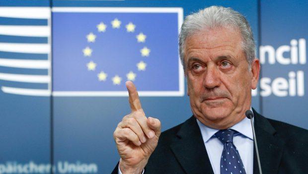 Címlapkép: Dimitrisz Avramopulosz, az Európai Bizottságnak a migrációs politikáért és uniós belügyekért, valamint az uniós polgárságért felelős tagja egy brüsszeli sajtóértekezleten 2016. március 10-én (MTI/EPA/Laurent Dubrule)